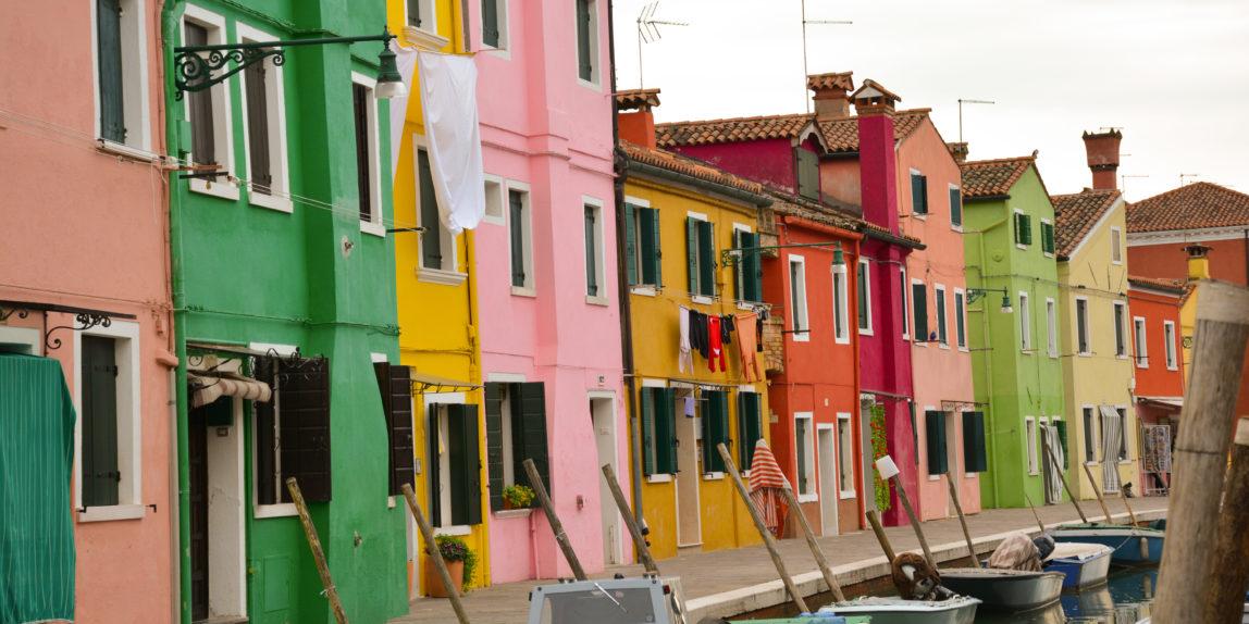 laguna di venezia in barca tra murano e burano